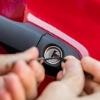 <h3>מנעולן רכב בחולון – חייב להיות מנעולן רגיל?</h3>