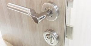 צילינדר לדלת עץ בחולון